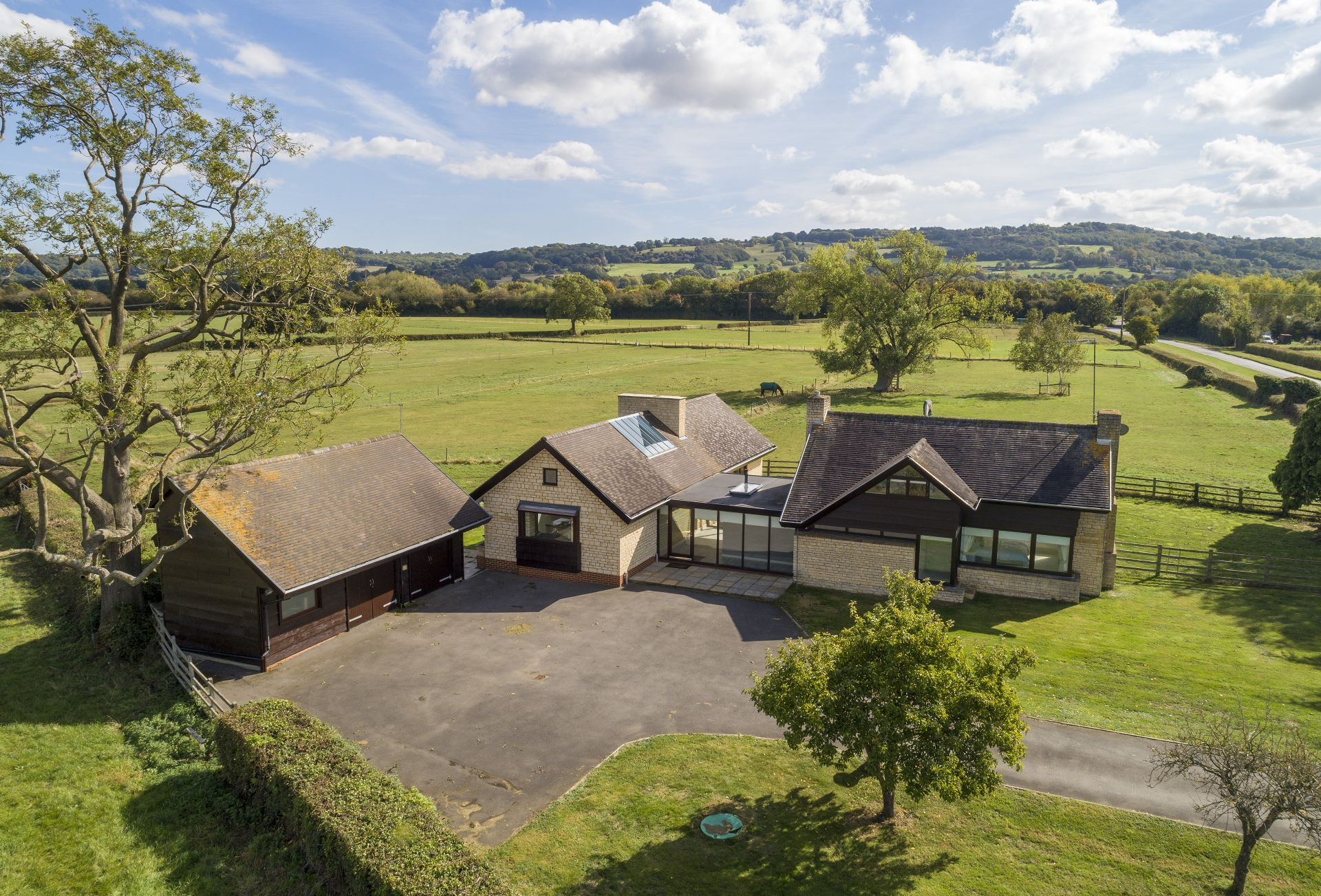 Click here for more about Willersey Farm House