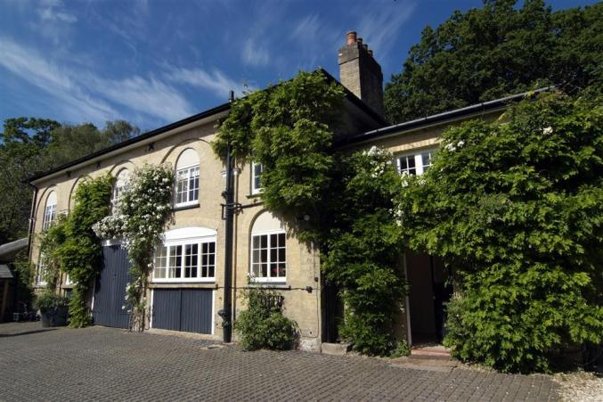The Coach House an English holiday cottage for 8 in ,