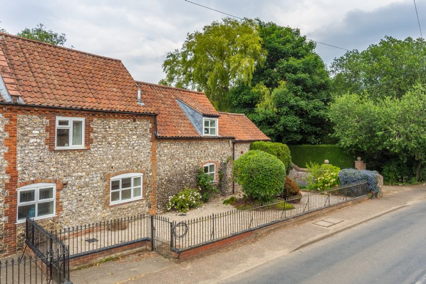 The Old Butchers Shop (D) an English holiday cottage for 8 in ,