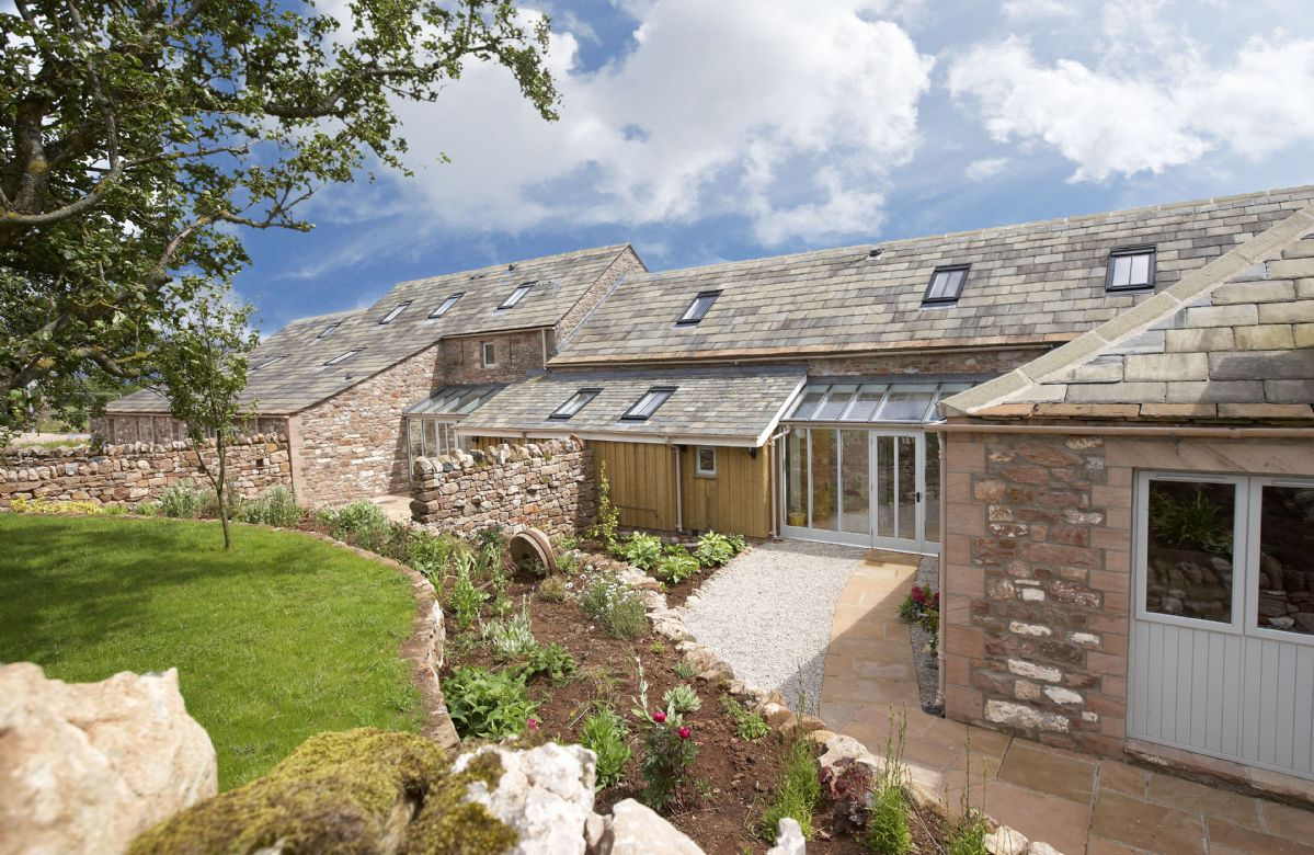 Cazenovia Hall and Wythburn Cottage an English holiday cottage for 14 in ,