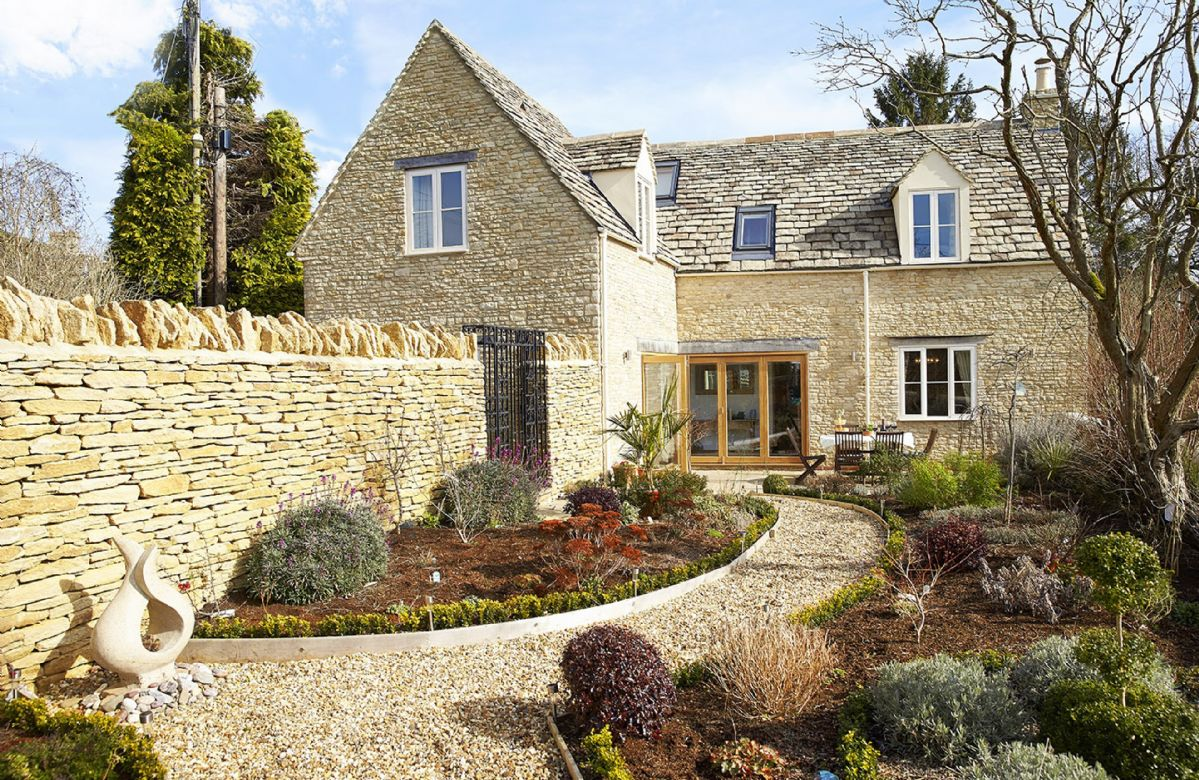Click here for more about Little Maunditts Cottage