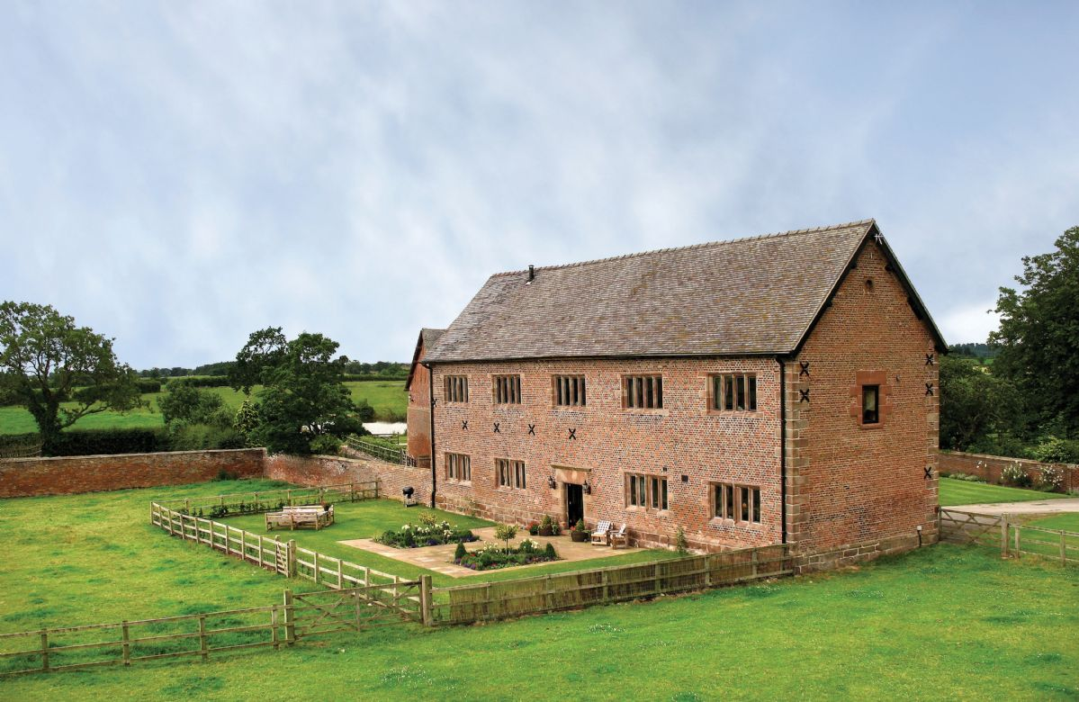 Click here for more about Cromwells Manor