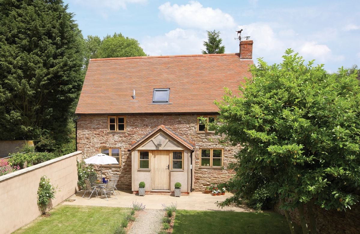 Click here for more about Hampton Wafre Cottage
