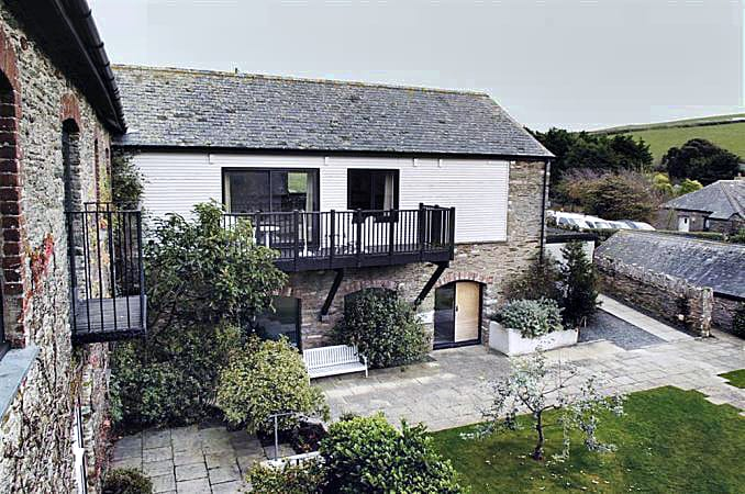 Court Barton Cottage No. 11 an English holiday cottage for 6 in ,