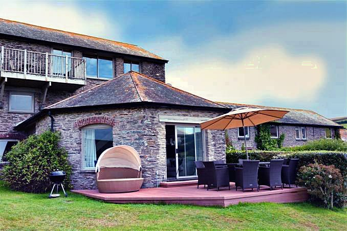 Round House, Court Barton an English holiday cottage for 8 in ,